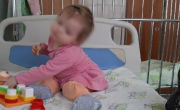Маленькую Яну привезли к больничной маме на вертолёте