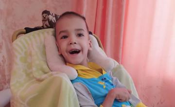«Я живу с надеждой, что сыну можно помочь»: как ухаживать за тяжелобольным ребёнком, если живёшь за сотни километров от Перми