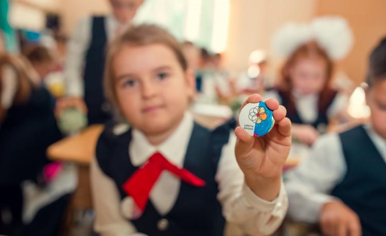 Северное сияние и цветик-семицветик: как школьники придумали новое оформление акции «Цветы жизни»