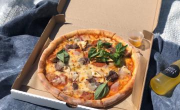 Роллы, пицца и цветы в помощь детям