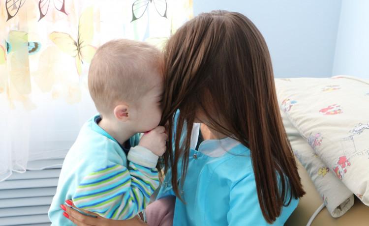 «Дедморозим» ищет чудесных нянь для сирот в больницах