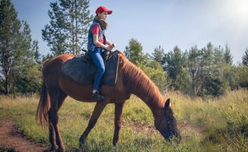 Покаталась на лошадях и стала героиней фотосессии: пермяки помогли исполнить два желания Наташи
