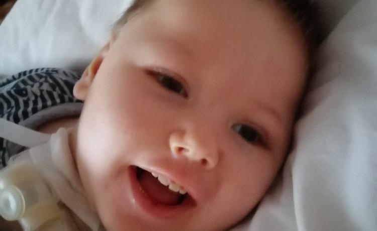Болезнь может украсть детство Антона. Помогите его защитить!