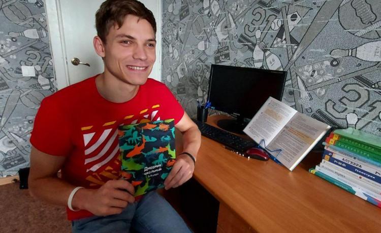 Игорь стал школьником в 23 года