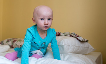 Чтобы спасти жизнь трёхлетней Алины, нужна протонная пушка