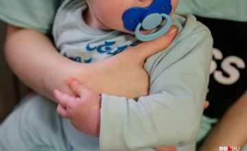 Команда пермяков вернула новорождённую девочку к родителям