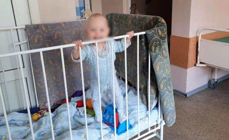 Больничная мама не даёт Кристине грустить, чтобы защитить от приступов