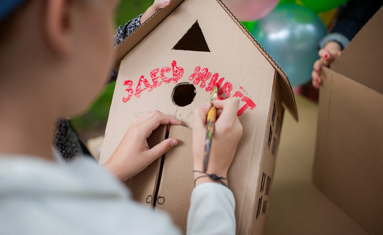 «Дедморозим» поможет семьям сохранить детей «В домике»