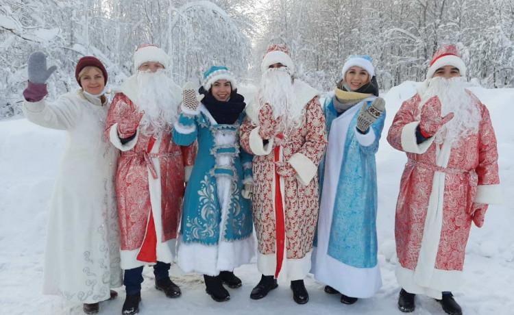 В Губахе замечена команда Снегурочек и Дедов Морозов