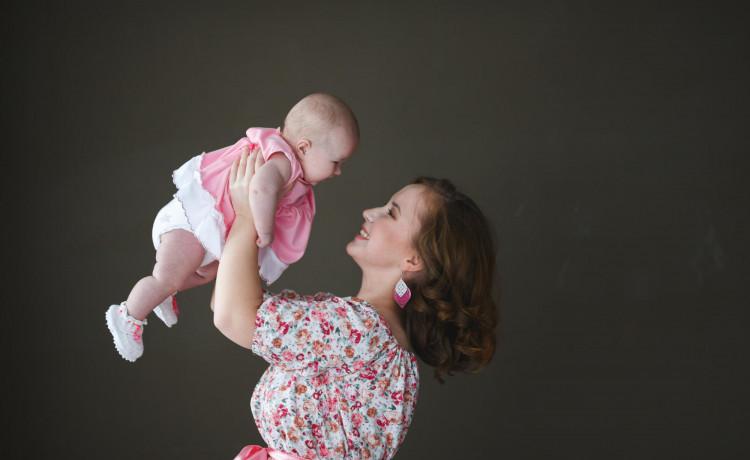 Служба сохранения семей «Дедморозим» приняла на горячую линию 100 сигналов об отказе от ребёнка