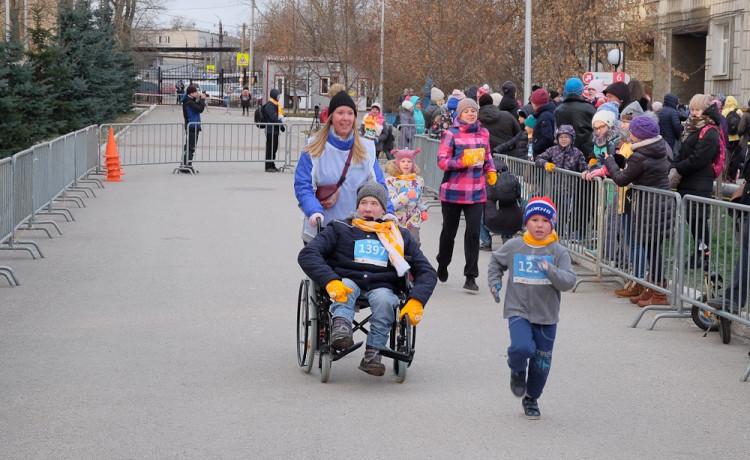 Участники «Тёплого забега» преодолеют дистанцию на инвалидных колясках