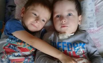 Помогите 4-летним близнецам быть вместе