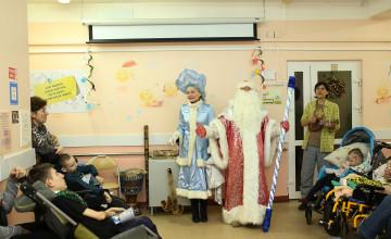 Волонтёры наполнили больницу новогодними чудесами