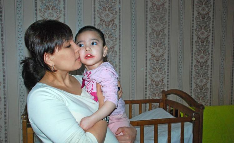 Маленькая Зилола впала в кому в гостях у бабушки