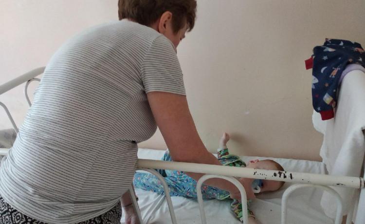 Няня стала первой мамой для Вани