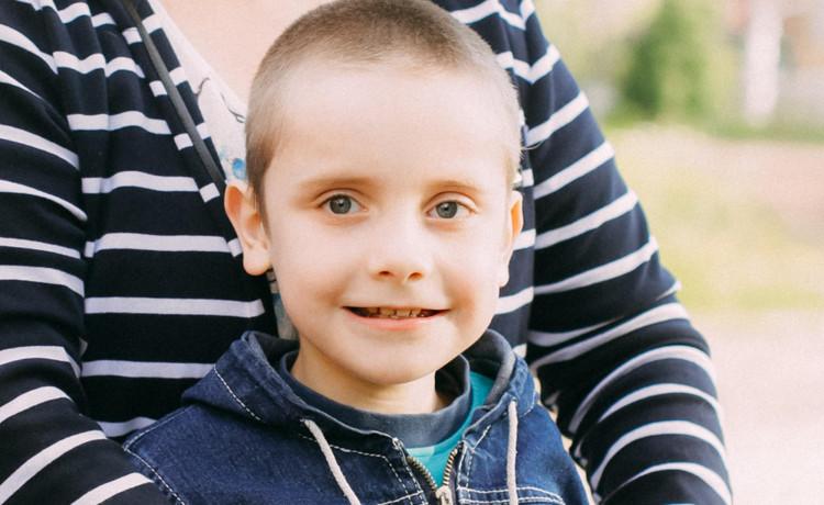 Помогите Толе, который молчит 8 лет
