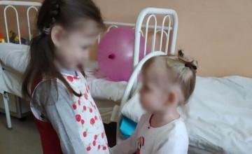 Больничная мама помогла маленьким сёстрам, которые попали в беду