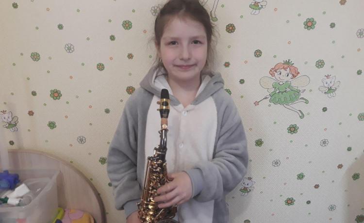 Занятия на саксофоне не спасут жизнь ребёнка, а вы — можете!