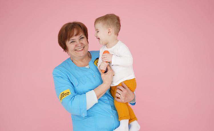 Няня не волонтёр. Почему больничные мамы получают деньги за заботу о детях?